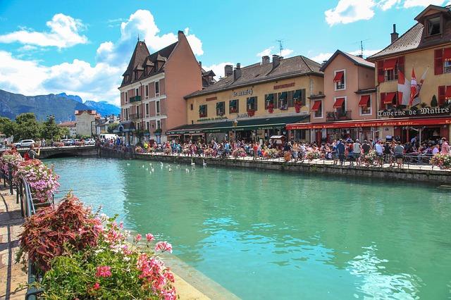ヨーロッパ屈指の水の都・アヌシーの魅力と観光スポット紹介!