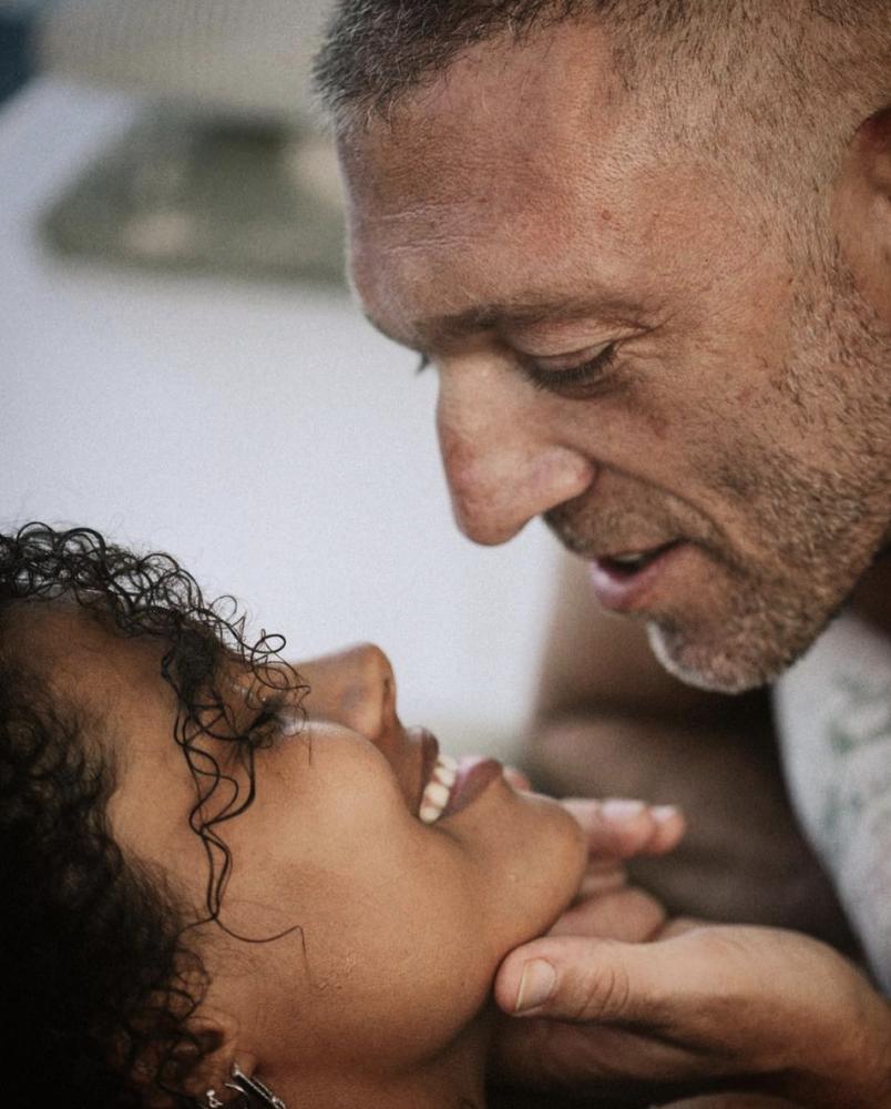 フランス人俳優ヴァンサン・カッセル、30歳差のモデルと再婚!